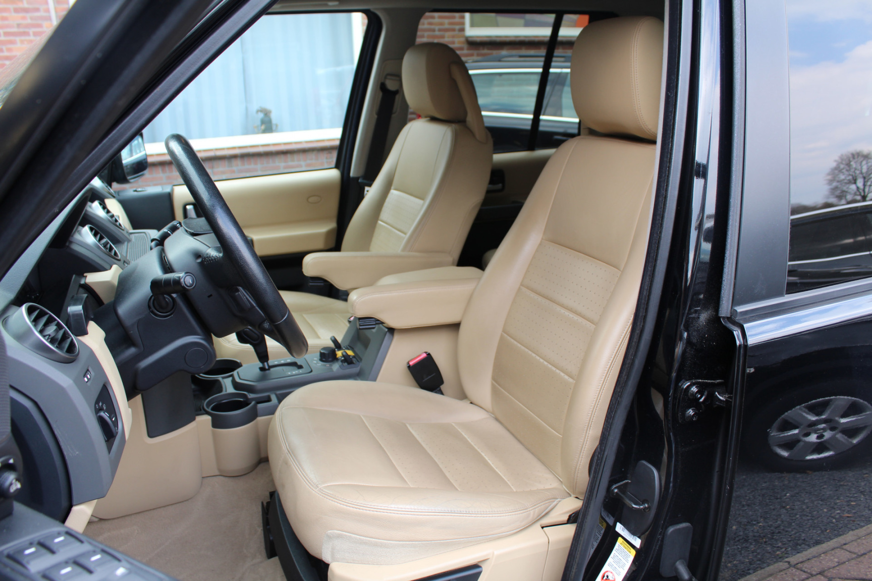 Land Rover-Discovery-16