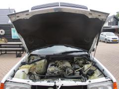 Mercedes-Benz-190-42